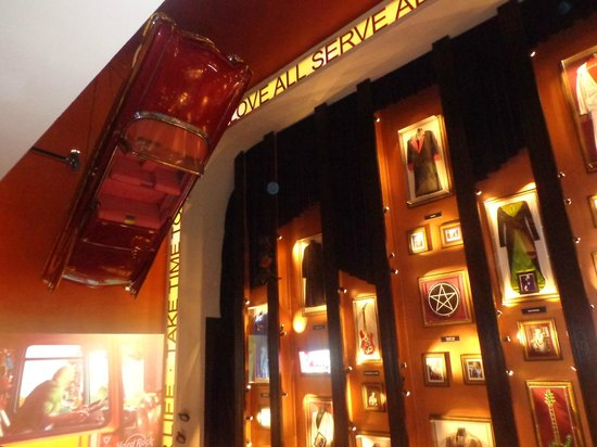 pra bom entendedor meia palavra basta picture of hard rock cafe lisbon tripadvisor. Black Bedroom Furniture Sets. Home Design Ideas