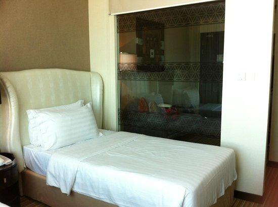 Hatten Hotel Melaka : bed