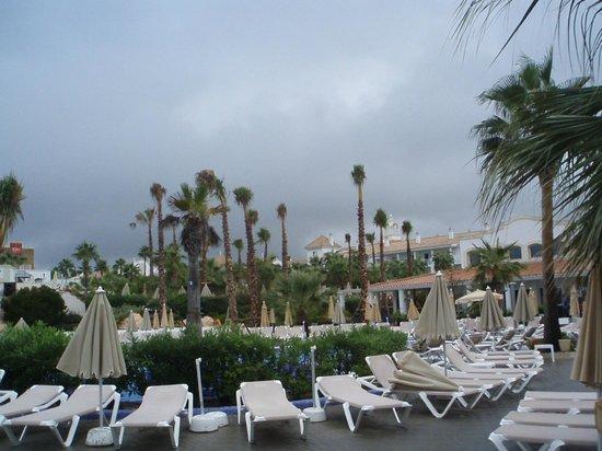 ClubHotel Riu Chiclana : view of pool surround