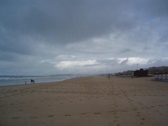 ClubHotel Riu Chiclana: cloudy day on beach