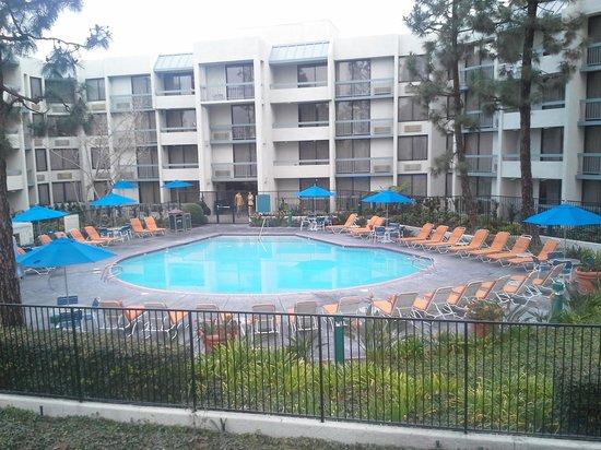 Howard Johnson Anaheim Hotel and Water Playground : piscina