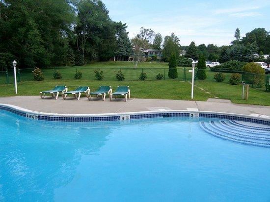 The Hamlet Inn: Our Pool