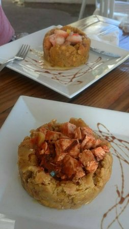 La Playita Restaurant & Bar: Shrimp and Chicken mofongo