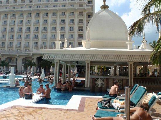 Il bar della piscina