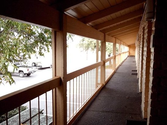 La Quinta Inn San Antonio Vance Jackson: Some more rooms... upper level.