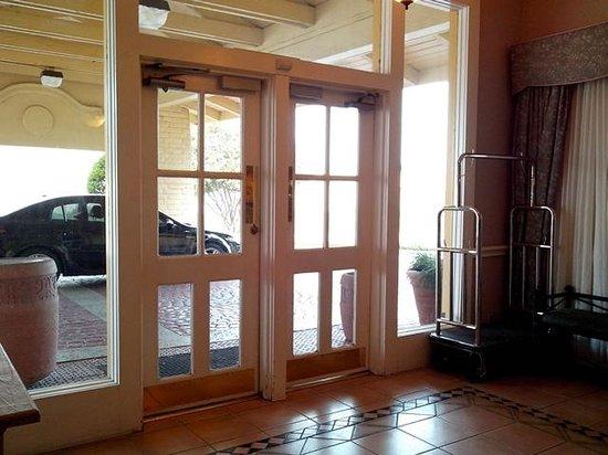 La Quinta Inn San Antonio Vance Jackson : Main door