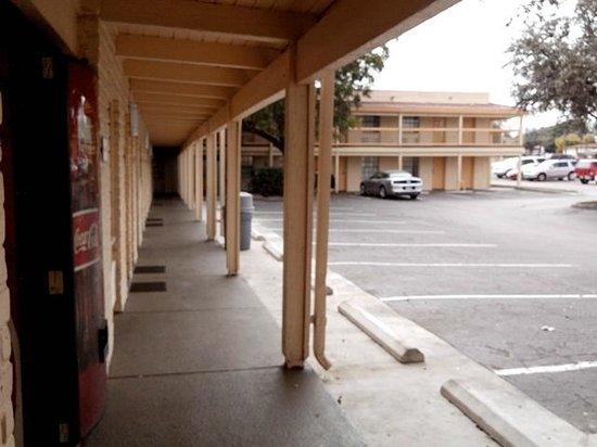 La Quinta Inn San Antonio Vance Jackson: Ground level rooms.