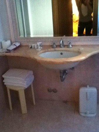Pace Helvezia Hotel: Baño