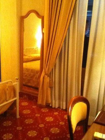 Hotel Pace Helvezia: Habitacion
