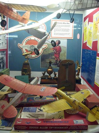 National Model Aviation Museum : Display case
