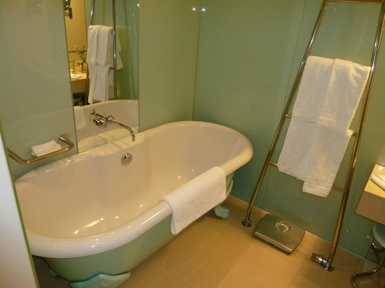 Le Méridien Hamburg: Bath