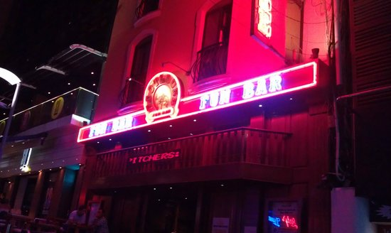 Paceville: Foot loose bar