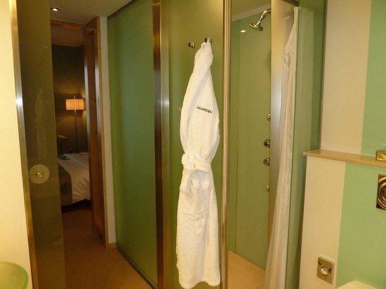 Le Méridien Hamburg: Shower with massage jets