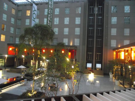 Courtyard Mexico City Airport: Atrio