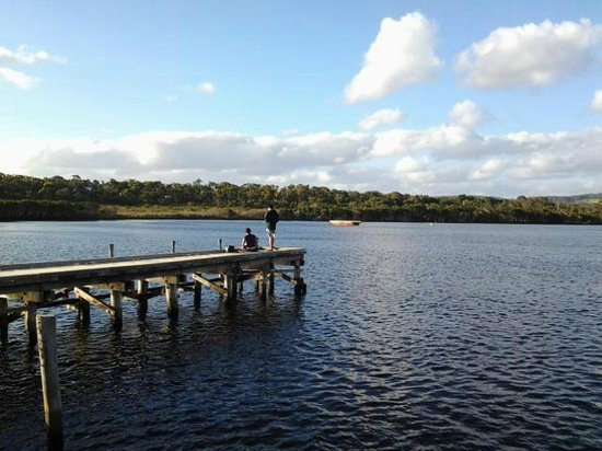 Walpole-Nornalup National Park: Fishing at inlet pier on a quiet afternoon