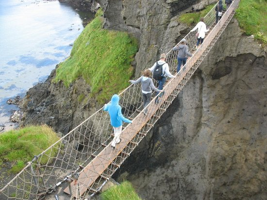 Derry Blue Badge Guide: Rope Bridge on way to Giant's Causeway