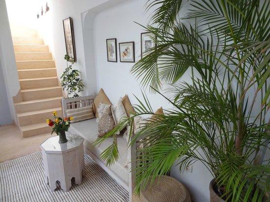 Riad el Maktoub Marrakech : coin lecture à l'étage