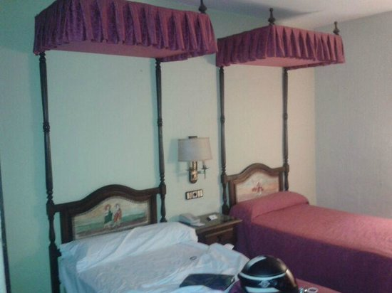 Hotel Temple Ponferrada: Mucho polvo