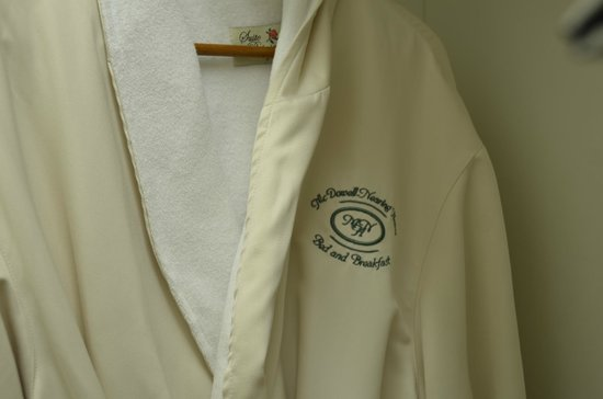 McDowell-Nearing House Bed and Breakfast: Robes