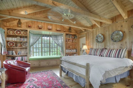 Blue Lake Ranch: Cottage in the Woods Bedroom