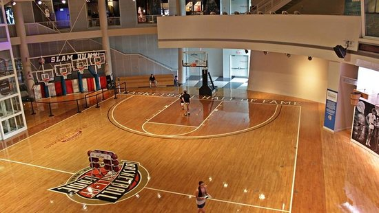 Basketball Hall of Fame : Pista