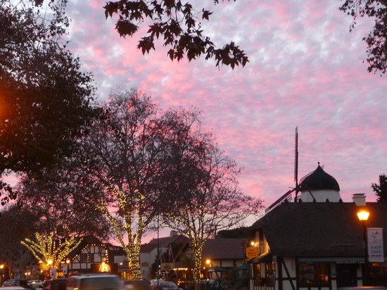 Wine Valley Inn & Cottages: Solvang evening sky and Christmas lights
