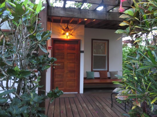 Ka'ana Resort: Front porch