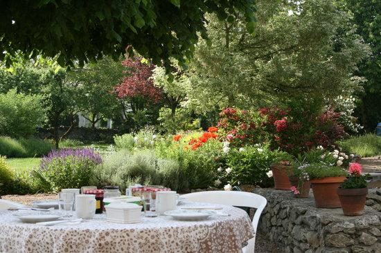 La Petite Famille: Garden