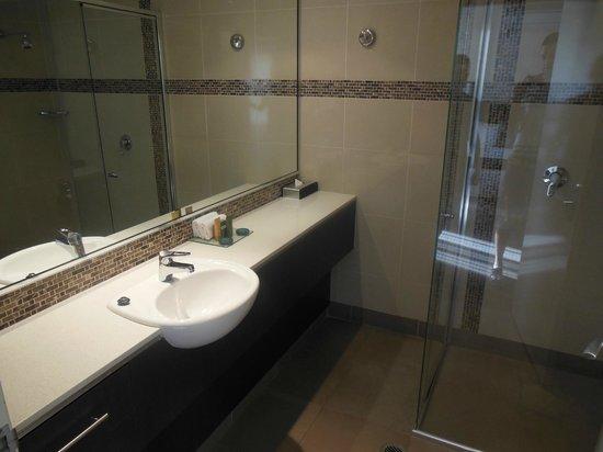 BEST WESTERN PLUS Hovell Tree Inn: Bathroom sink