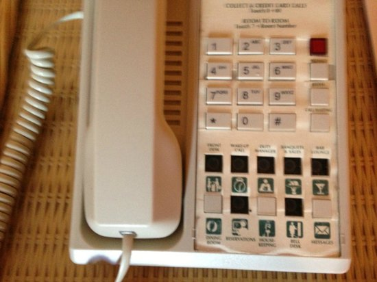 Coco Reef Resort Bermuda: phone in room missing many buttons!