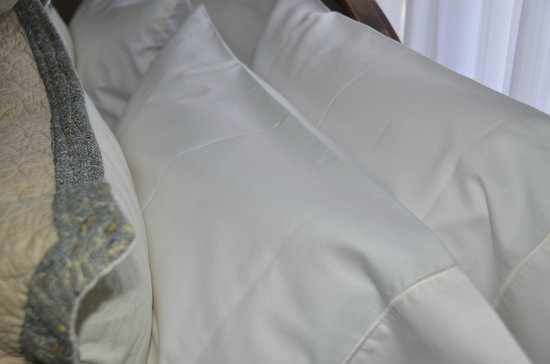The Ivy House Bed and Breakfast: Pressed linens, super wonderful fantastic linens