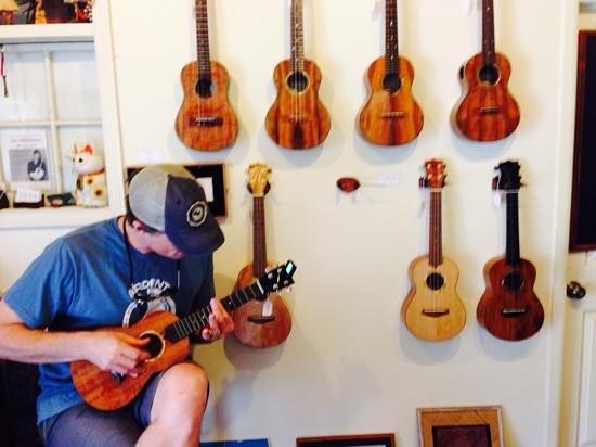Holualoa Village: Michael plays one of the tenor ukuleles