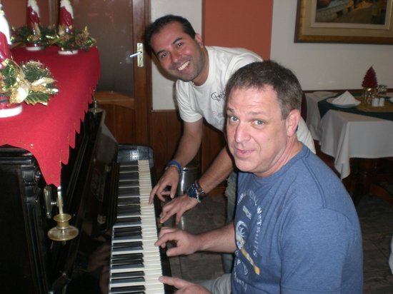 Hotel Ruinas : the piano at the dining room