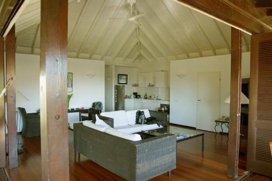 Papagayo Beach Resort: huiskamer van villa.