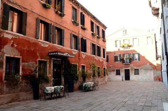 Albergo Marin : Над входом нет вывески Отель.