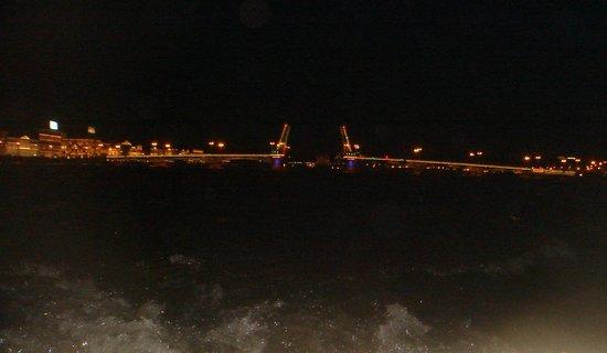 Svet Mayaka Hotel : Развод мостов с воды