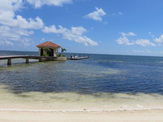 Coco Beach Resort: Hotel dock