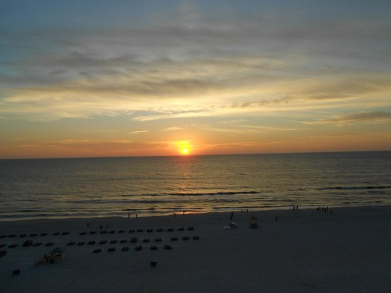 Grand Plaza Beachfront Resort Hotel & Conference Center : Sunset at The Grand Plaza
