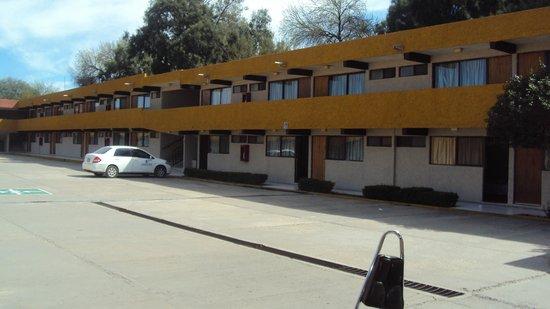 Hotel Casa Real Matehuala: Estacionamiento Ideal, para Grupos Escolares Deportivos