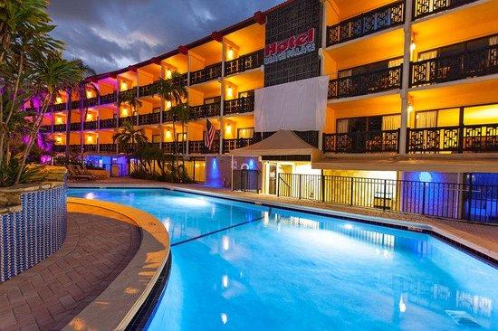 Royal Beach Palace: Hotel and Pool