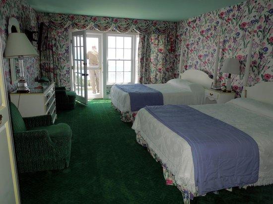 Grand Hotel: Room 446