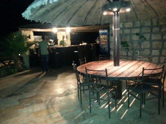 Restaurant Telaat Jelad: اجواء ليلية مسائية