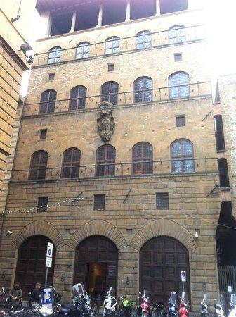 Museo di Palazzo Davanzati: Palazzo Davanzati, facciata