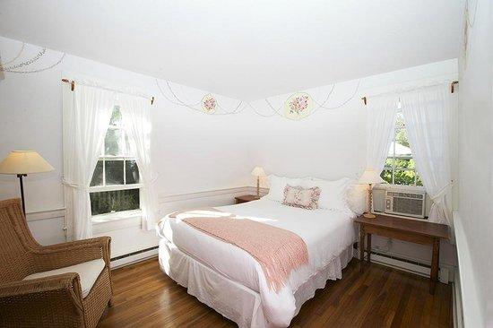 The Summer House - India Street Inn: WoodLily-1