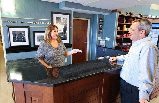 Hampton Inn Morehead City: Front Desk