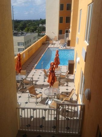 Holiday Inn Express & Suites Fort Lauderdale Airport South: Nice pool (3ft deep)