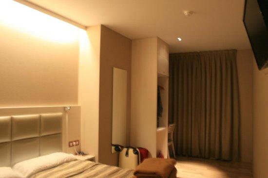 Hotel Comercio Barcelona: Pokoj 405