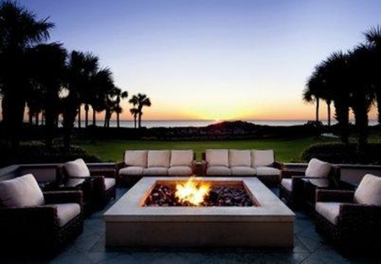 The Ritz-Carlton, Amelia Island: Courtyard Fire Pit