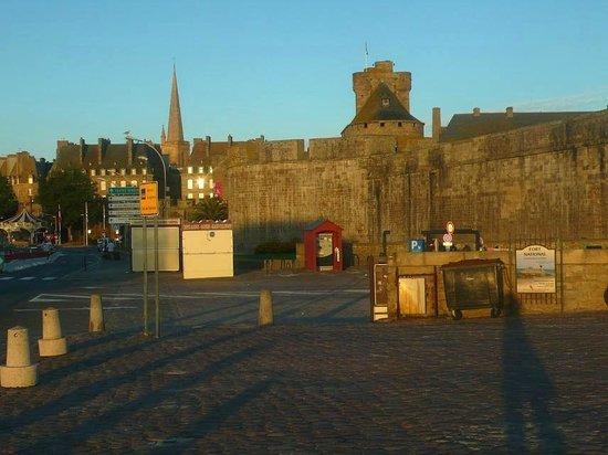 Saint-Vincent -- Saint-Malo : St-Vincent - Saint Malo: Francia: è visibile da lontano