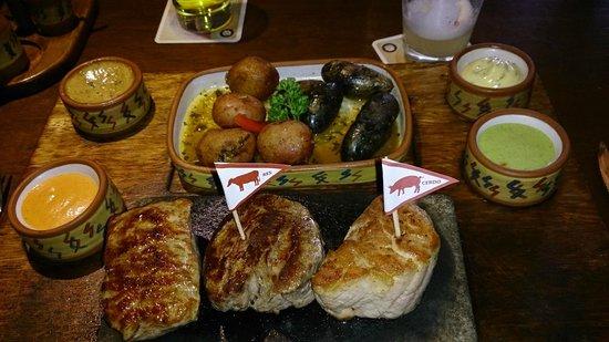 Zig Zag Restaurant: Trilogía de carnes: Res, alpaca y cerdo.